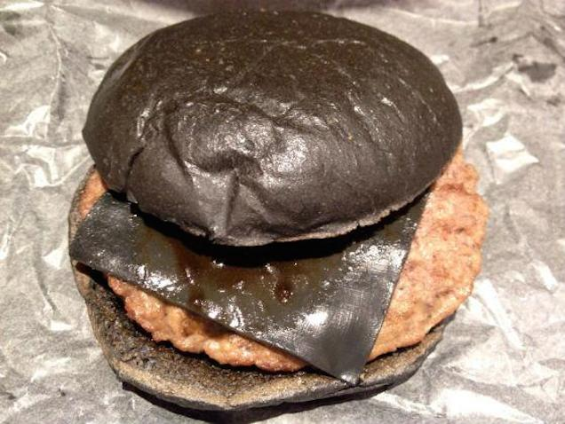 all-black-macdonalds-panino-tutto-nero-03